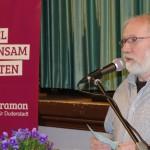 Hans Georg Schwedhelm eröffnet die Diskussionsrunde